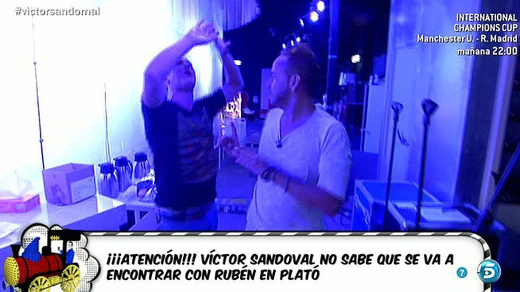 El monumental enfado de Víctor Sandoval tras encontrarse con el ex de su actual novio