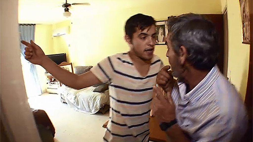 José Manuel obliga a su padre a comer en la habitación
