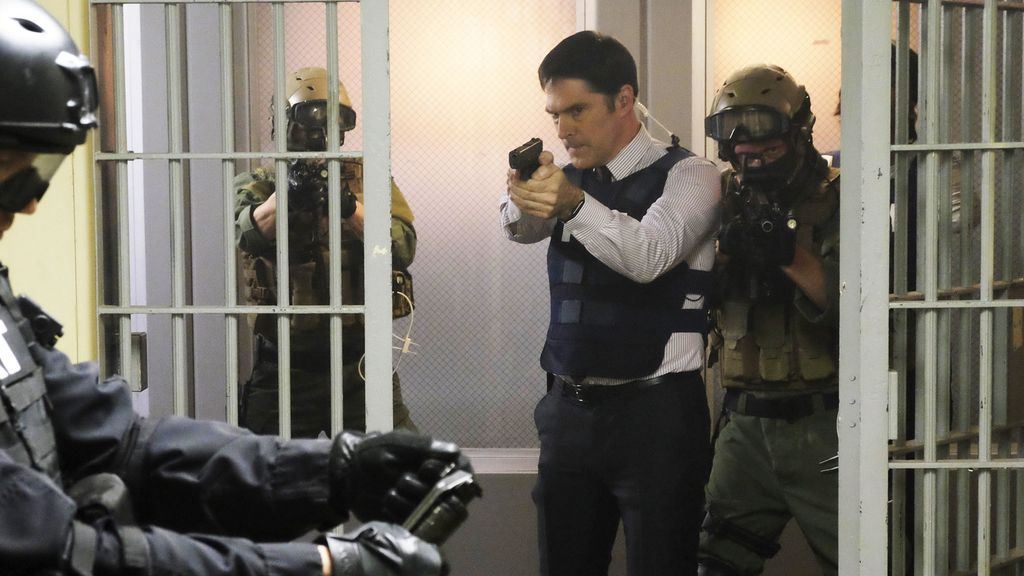 Hotch detenido por el SWAT, en el desenlace de 'Mentes criminales'