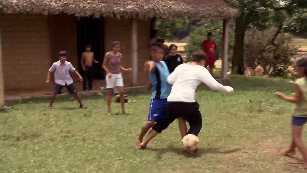 ¡Las novicias se lo pasan en grande jugando con los niños de Bolivia!