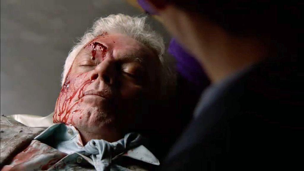 Sid Ross, un magnate de la televisión, aparece asesinado en un ascensor