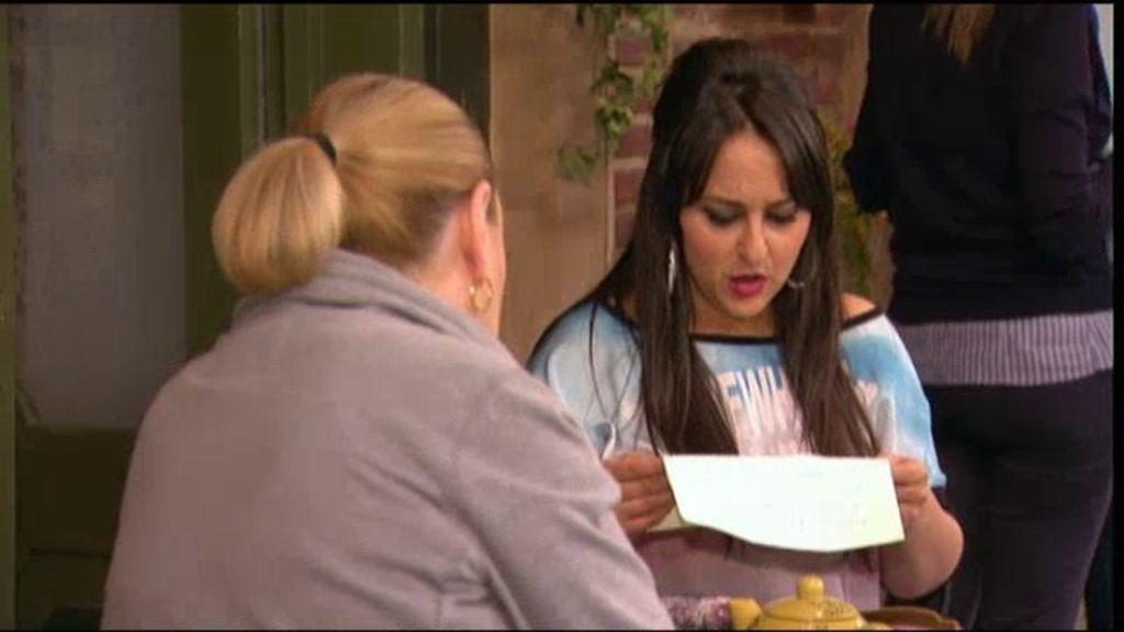 Eugenia hace creer a Macu que está con Machupichu para ganar la apuesta