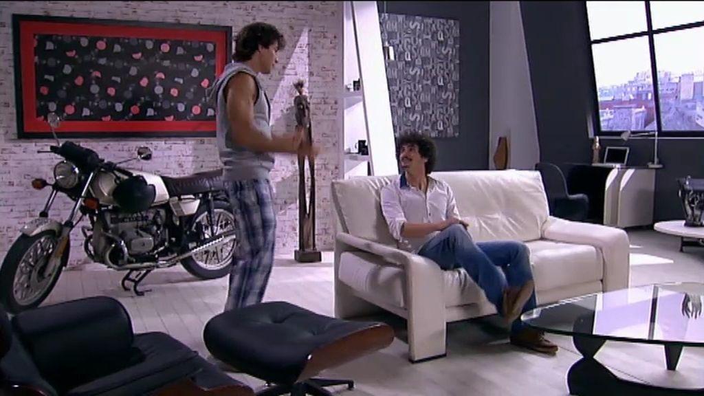Javi abandona a Lola y se muda al piso de su amigo Gaby
