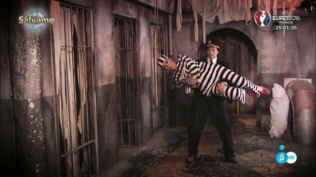 Rosa Benito ensaya su rock en la cárcel del parque de atracciones