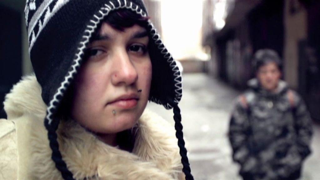Jennifer, una joven que calma su ansiedad comiendo y maltratando a su madre