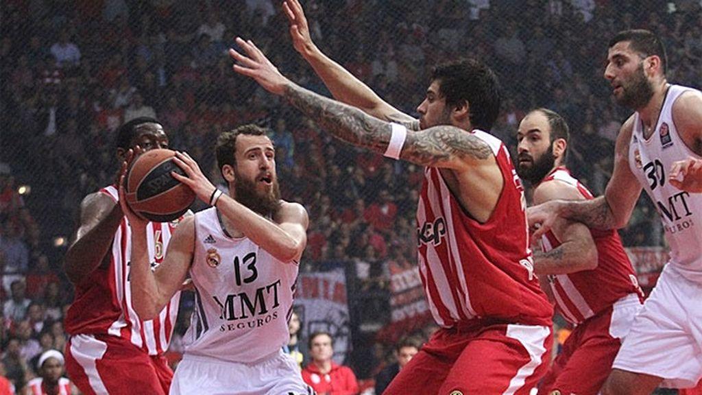 El Madrid cae en Atenas (71-62) y se jugará el pase en el quinto partido con Olympiacos