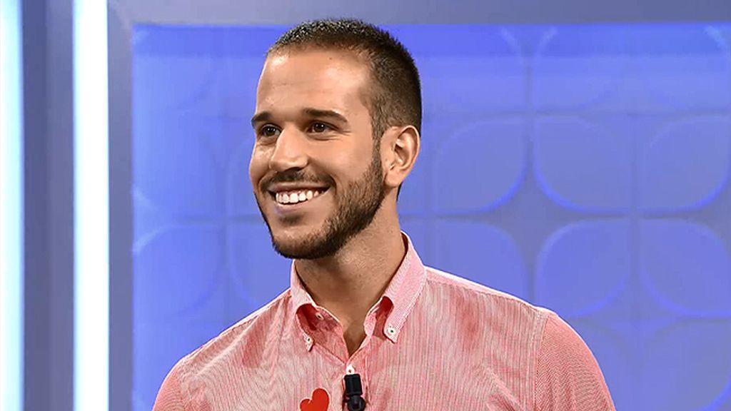 Álvaro, el más guapo de su pueblo