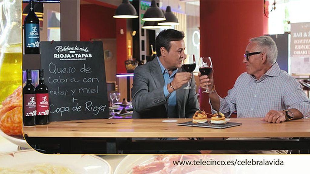 Queso de rulo de cabra con frutos y miel más copa de Rioja en 'Verxu Madrid'