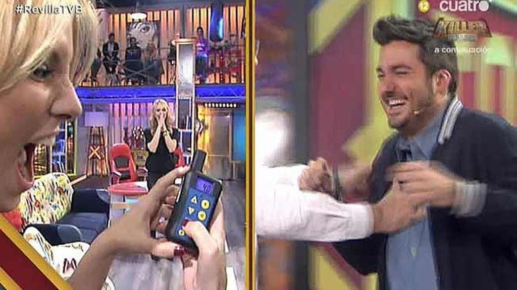 ¡Por fin,  Xavi Rodríguez prueba el micrófono eléctrico de 'Killer Karaoke'!