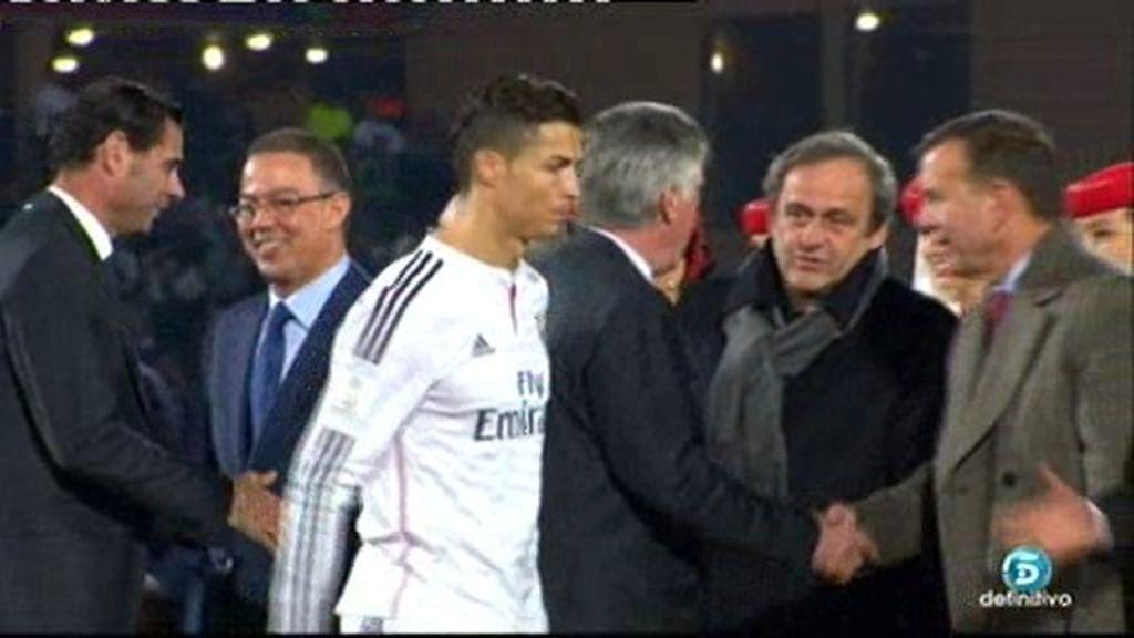 Platini busca con la mirada a Cristiano Ronaldo y el portugués evita saludarle