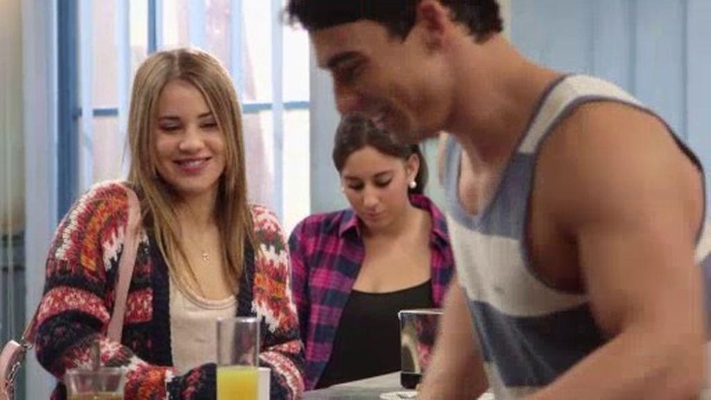 Lana se convierte en la Comunity Manager de André con la ayuda de sus amigas