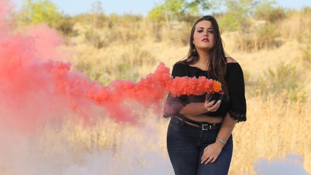 La primera prueba del equipo Dulceida: Una sesión de fotos con humo de colores