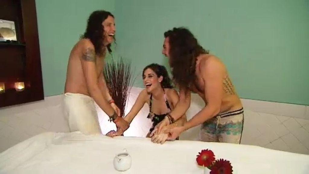 La Pepa y Manu masajean a Laura