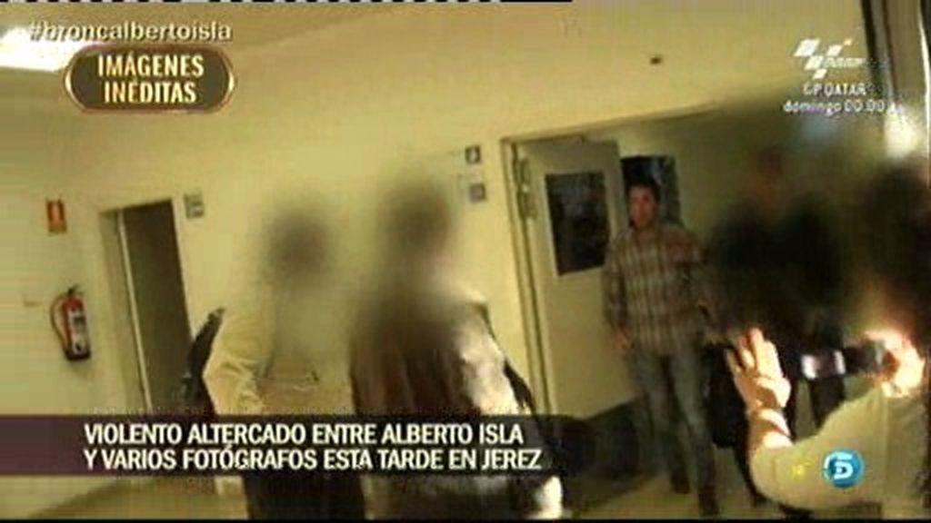 En exclusiva, las imágenes del altercado entre Alberto Isla y varios fotógrafos