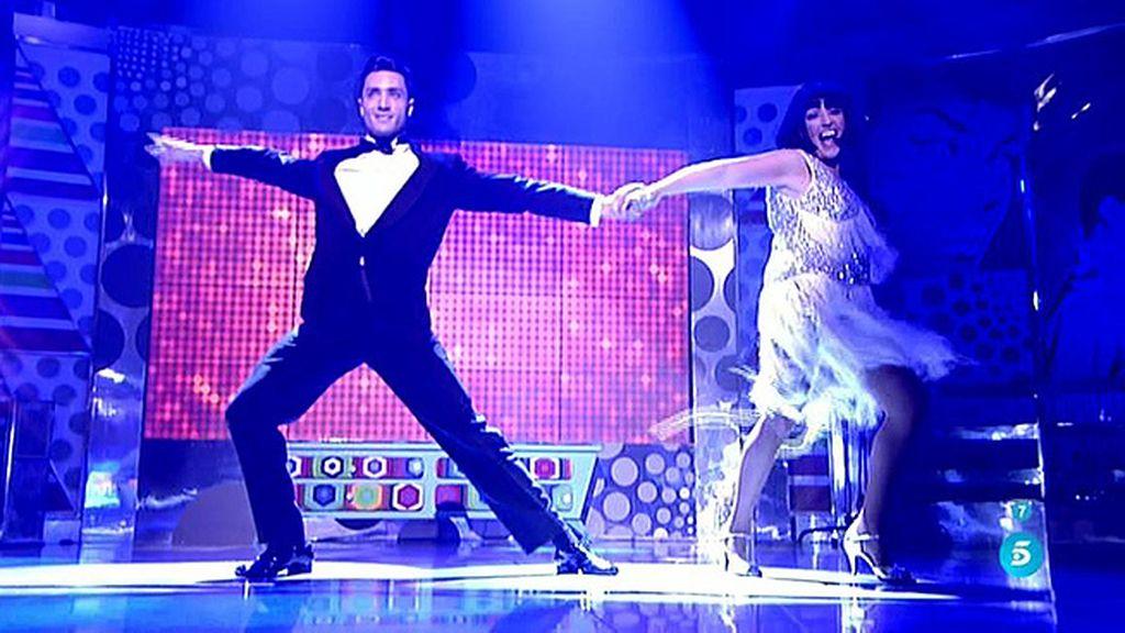 ¡Lydia Lozano se traslada a los años 20 para bailar el charlestón!