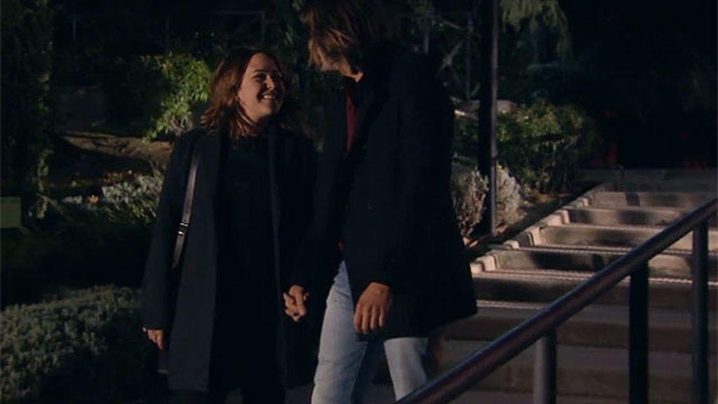 Lucía y Moisés se cuelan en un parque