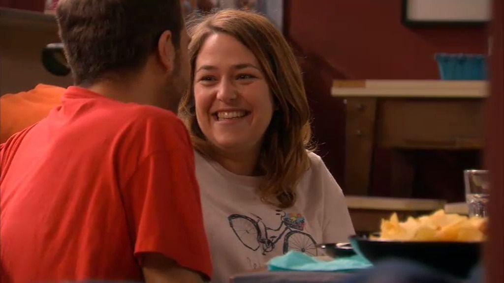 Increíble pero cierto: ¡Lucía encuentra a un chico más torpe que ella!