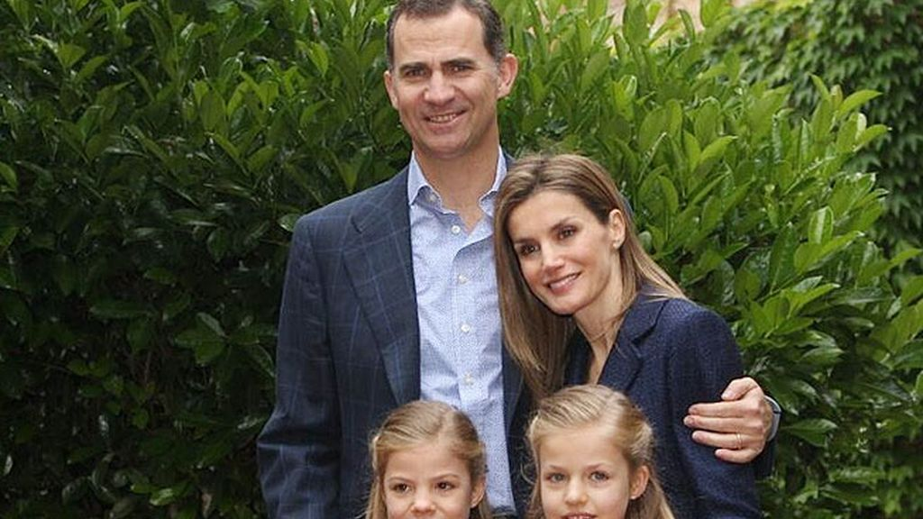 Los Príncipes celebran su décimo aniversario de boda posando con sus hijas