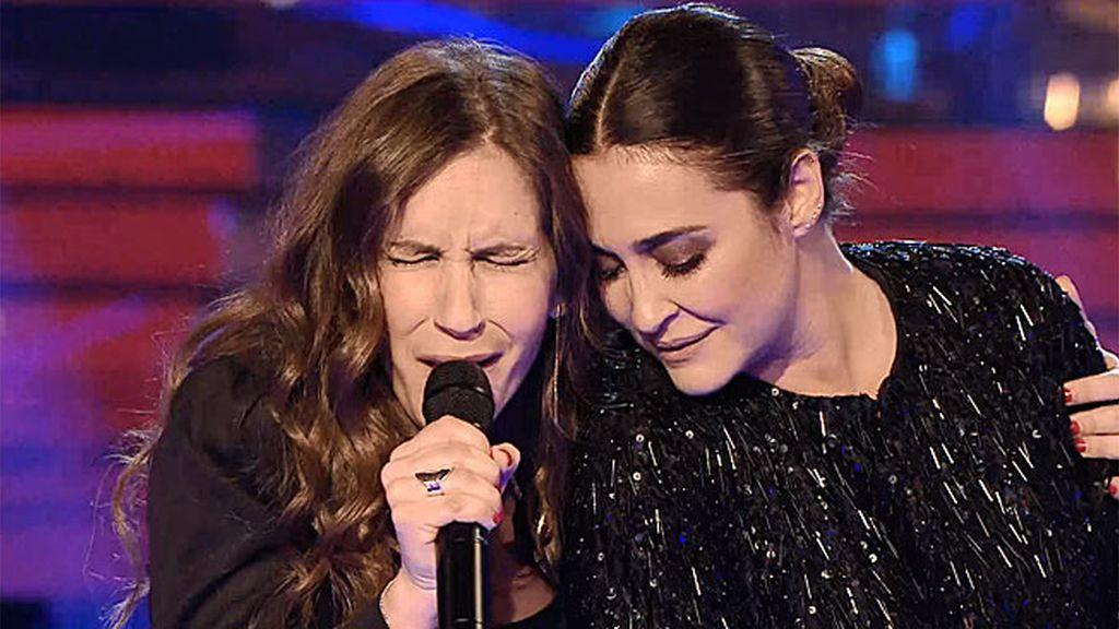 Vicky y María Toledo ponen los pelos de punta con su 'Can't take my eyes off you'