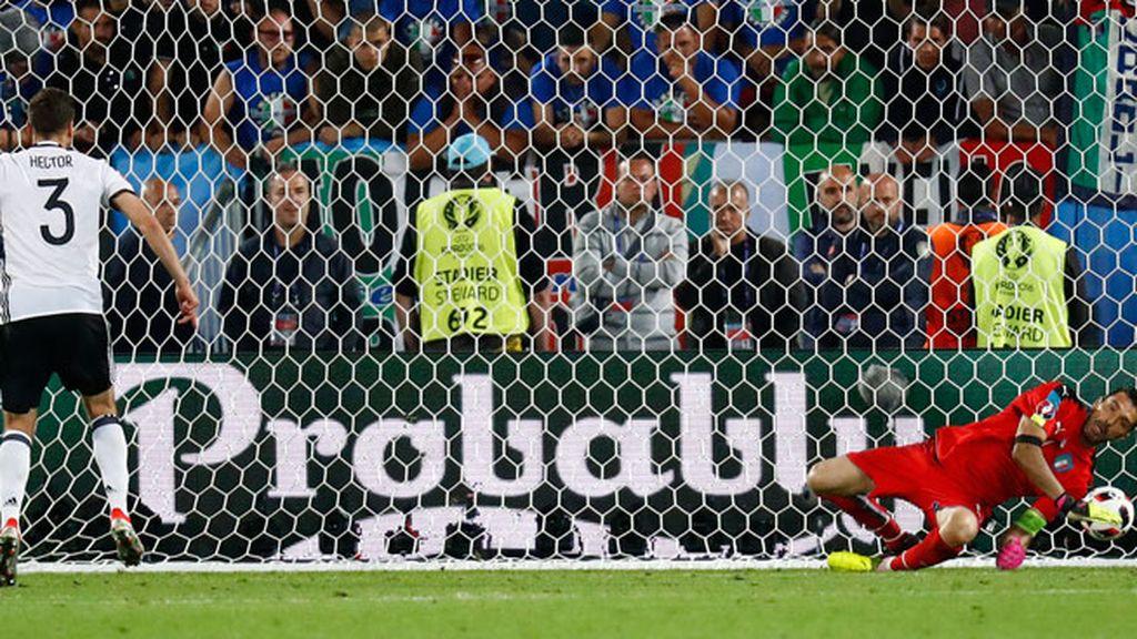 Hector marcó el penalti decisivo que dio la victoria y el pase a 'semis' a Alemania
