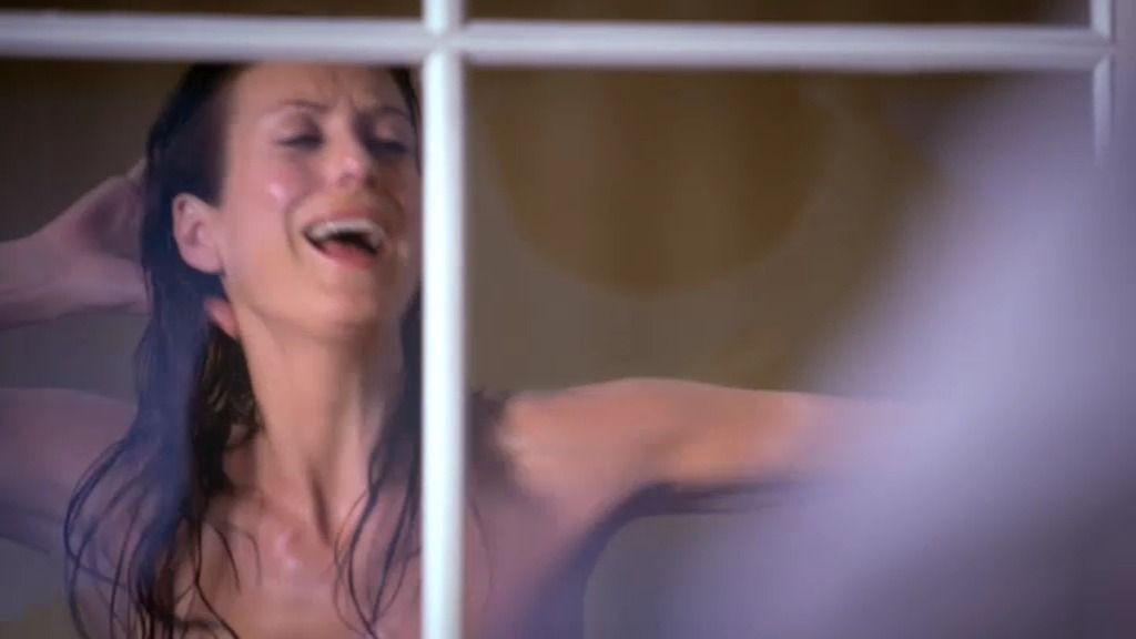 Addison empieza su nueva vida con ritmo… y a lo loco