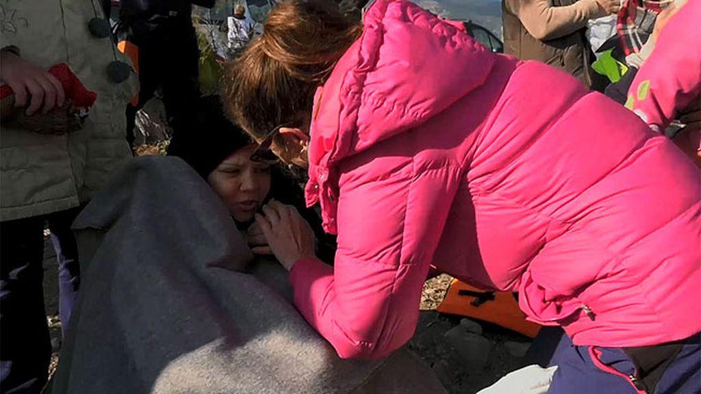 """Voluntarias: """"Europa les está tratando mal, pero nosotras les recibimos con abrazos"""""""