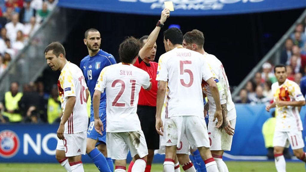 El árbitro le perdona la roja a Motta por este 'manotazo' a Lucas Vázquez