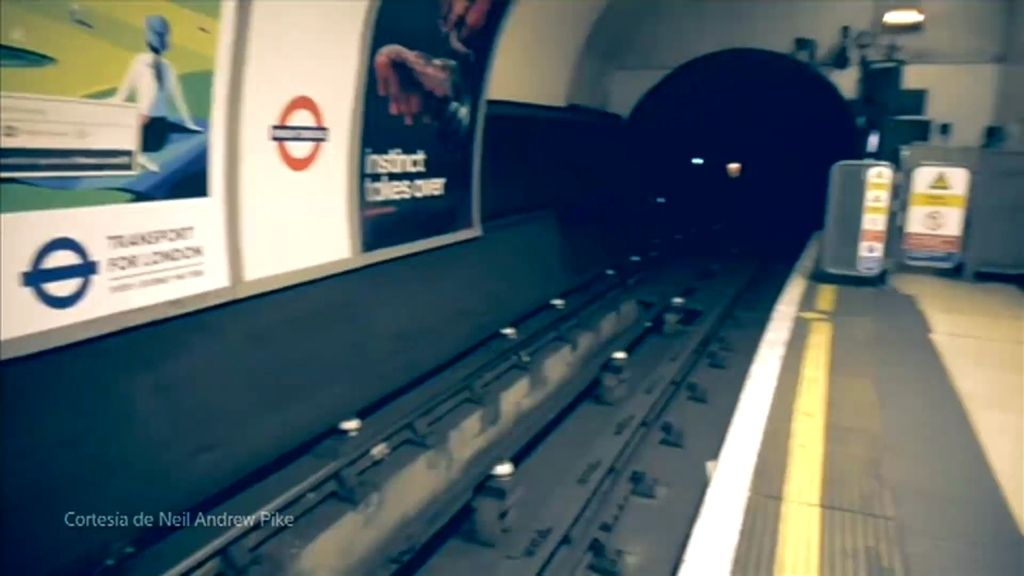 Mundo Insólito: Un fantasma deambula por una estación en el metro de Londres