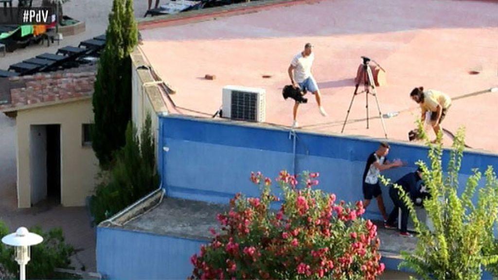 Detienen al amigo de la última víctima de balconing por agredir a varios periodistas