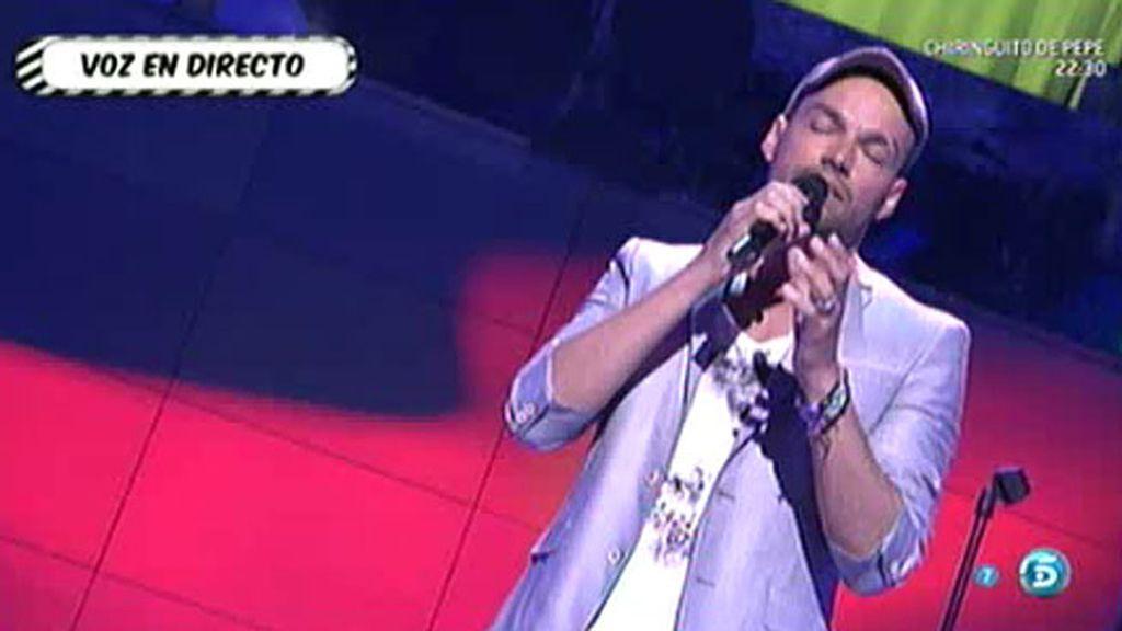 Paco Arrojo canta 'Se nos rompió el amor'