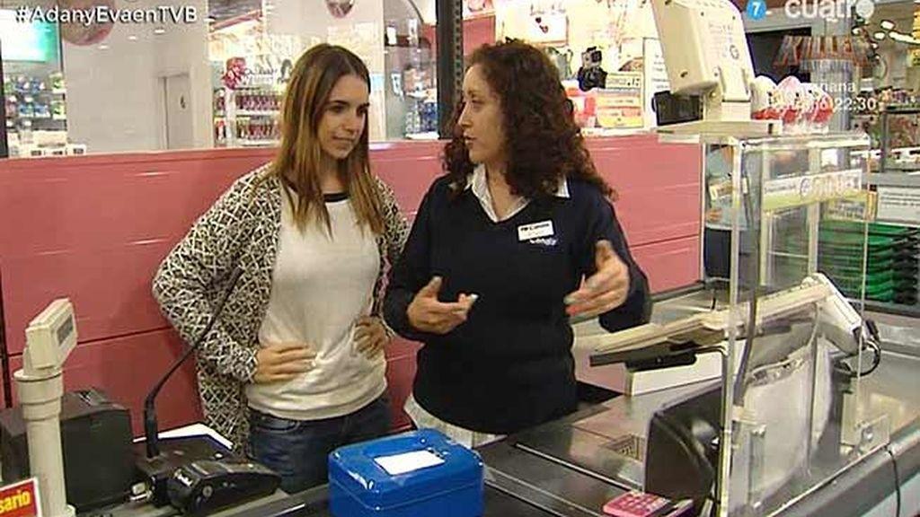 'Furiase para todo': Elena, cajera de un supermercado  por un día
