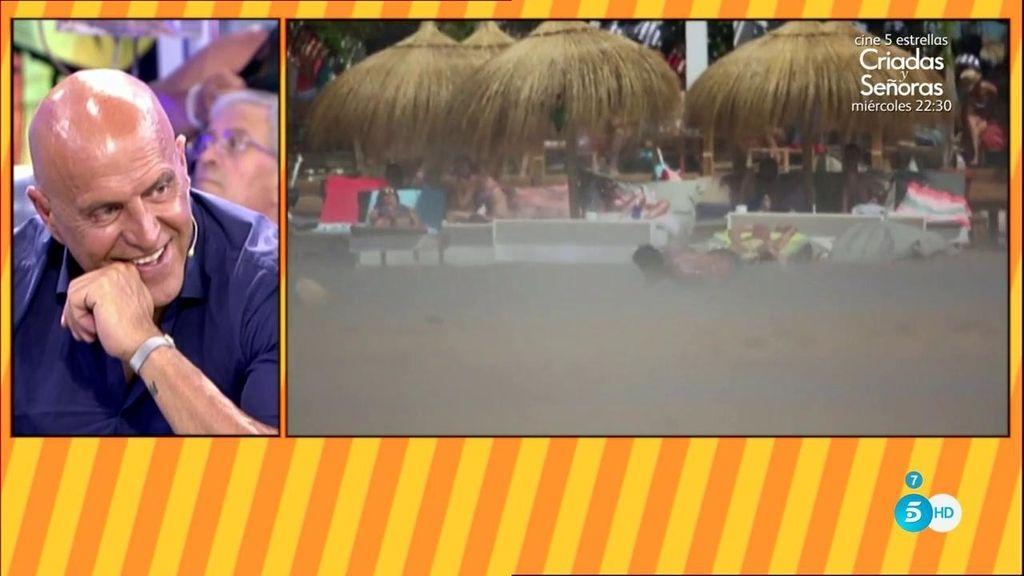 """Javier Tudela, el hijo de Makoke, """"se la pega"""" haciendo 'skimboard' en la orilla"""