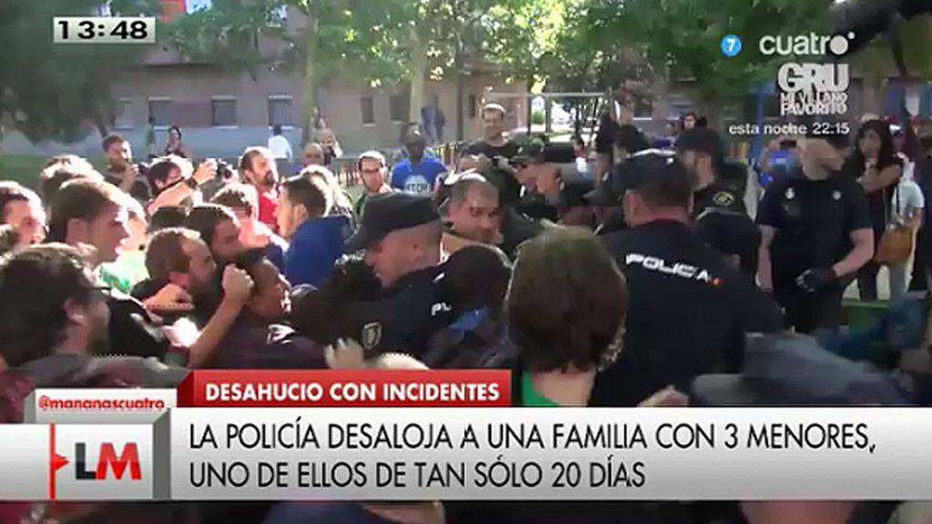 Enfrentamiento entre la policía y quienes intentaban parar el desalojo de una familia