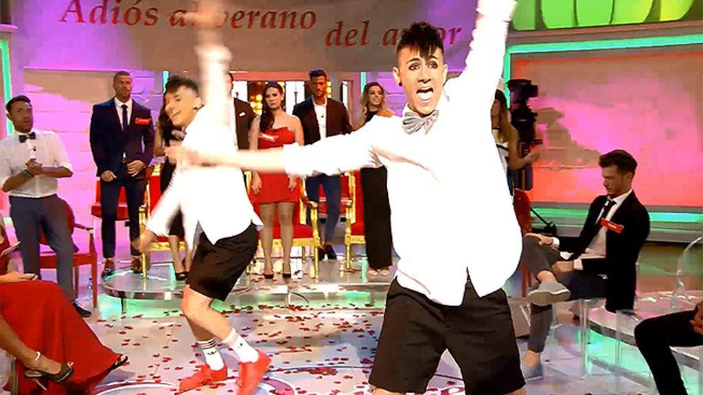 'Los jemelos' bailan en la final del trono de verano ¡Ellos no podían faltar!