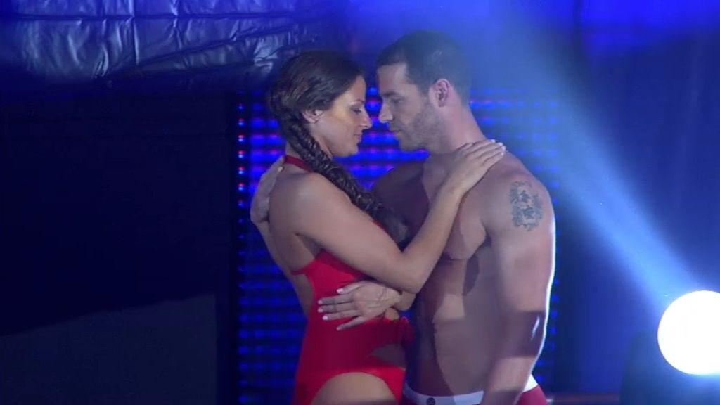 Un sincronizado con pasión entre Leo Cámara y Patricia Martínez