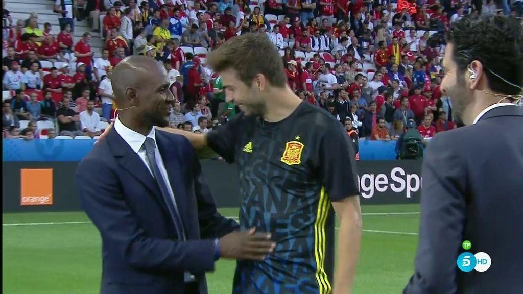 Pedro y Piqué se reencuentran con su excompañero del Barça Éric Abidal