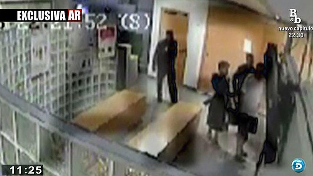 Exclusiva: las imágenes de los padres de Asunta en comisaría poniendo la denuncia