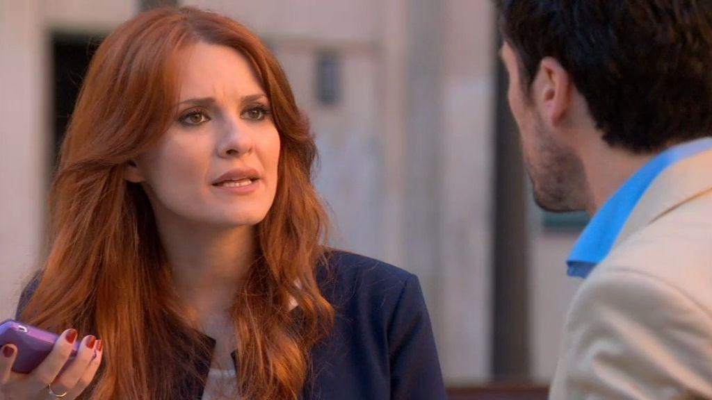 Rebeca le exige a Carlos que se deshaga de su infinita 'chorvagenda'