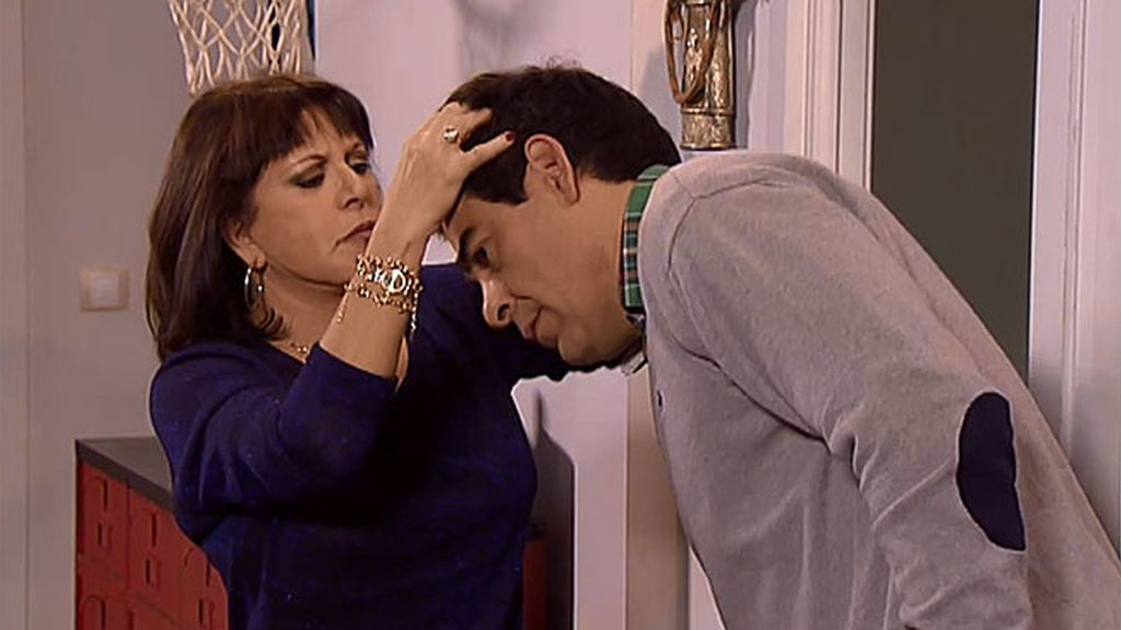 """Menchu comprueba el pelo de Amador: """"No hay cosa que me dé más asco que un calvo"""""""
