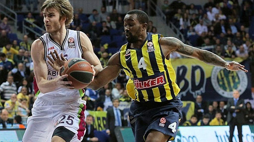El Fenerbahçe barre al Laboral Kutxa (98-64)