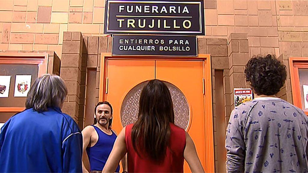 Todo 'low-cost': Fermín Trujillo inaugura su funeraria pirata con hornos para perros