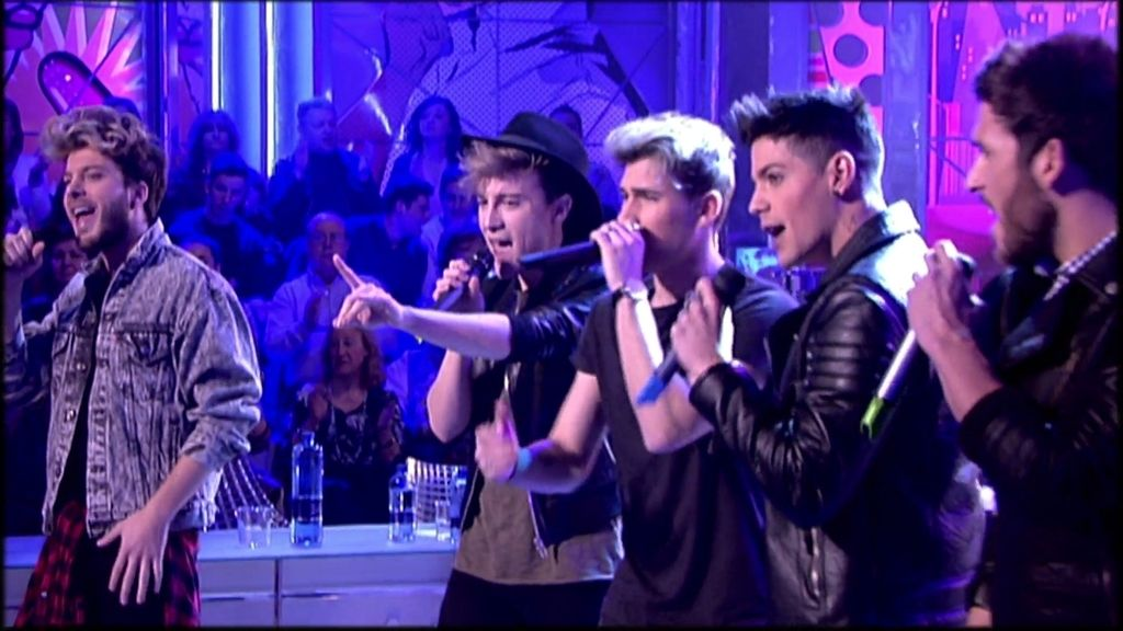 Auryn cantan 'who is loving you?' en el plató de 'Sálvame'