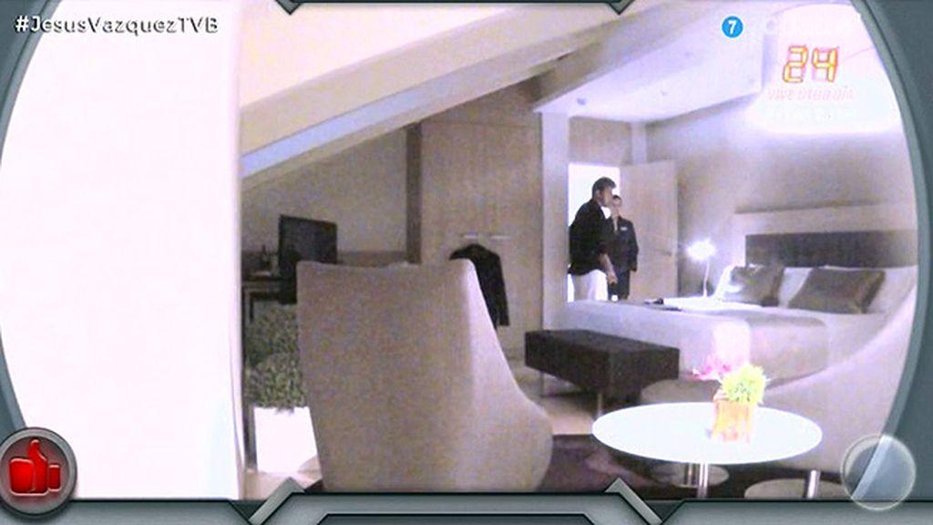 Coco hace creer a Irene que hay un espíritu en su habitación