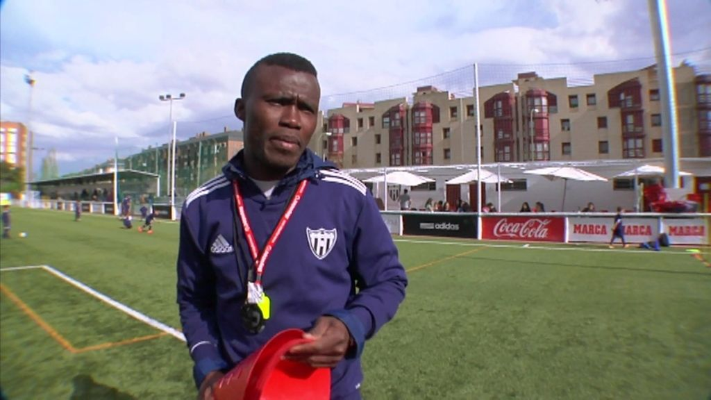 Alasanne fue estafado para jugar al fútbol  y terminó durmiendo en el estadio del Canillas