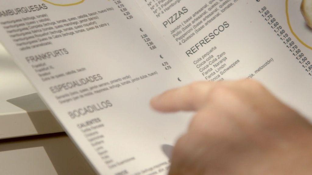 Miguel Ángel es capaz de memorizar los precios de una carta en cuestión de minutos