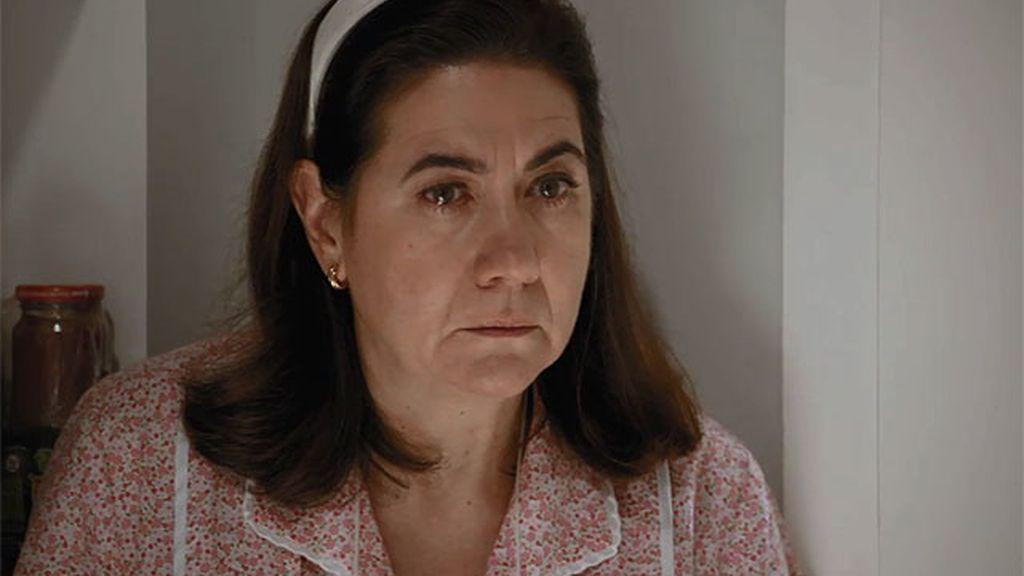Carmen descubre que Martina mantiene una relación con Bornay