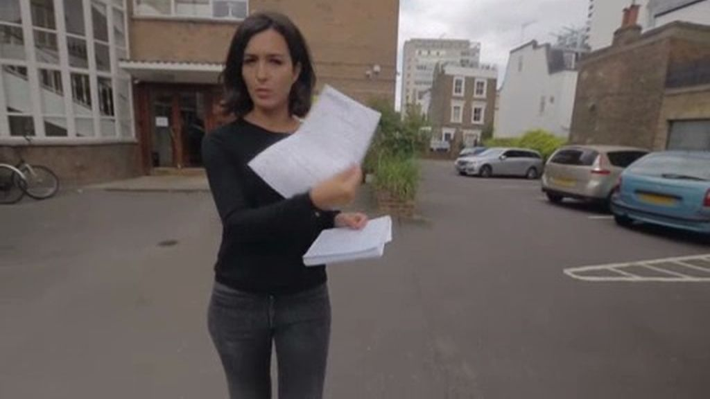 El consulado y la embajada en Londres no contestan ante el problema de las 'au pairs'