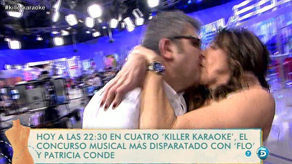El beso de Flo y Paz Padilla