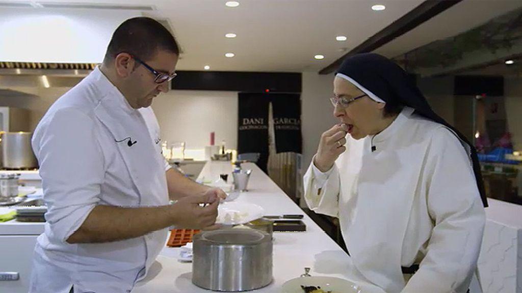 """Sor Lucía, tras su charla con el cocinero Dani García: """"Pongo en valor el arte, la investigación, no me escandaliza tanto"""""""