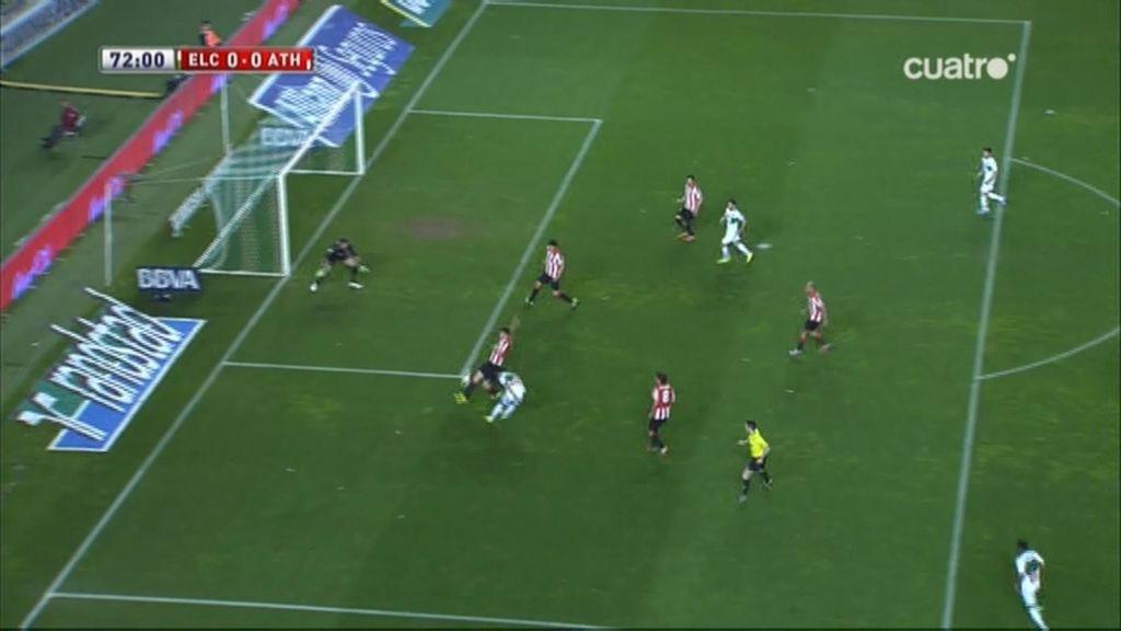 Herrera se encuentra con Laporte en la ocasión más clara del Elche ante el Athletic